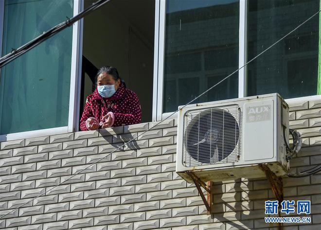 Người Trung Quốc lạc quan chữa bệnh, sinh sống giữa dịch virus corona - Ảnh 10.