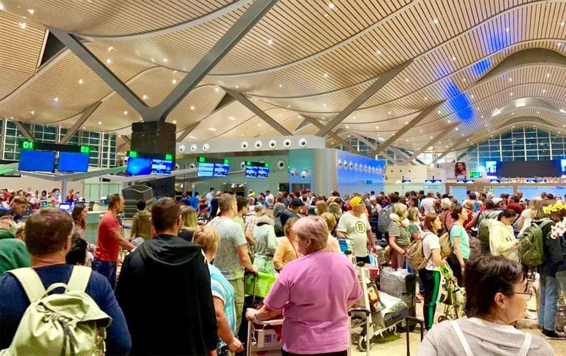 Thuê riêng máy bay, hàng nghìn khách Nga đổ đến Việt Nam - Ảnh 1.