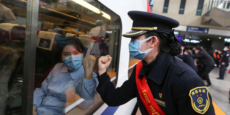 Chưa đến 1/3 lao động dám đi làm, kinh tế Trung Quốc dường như không còn hoạt động - Ảnh 2.
