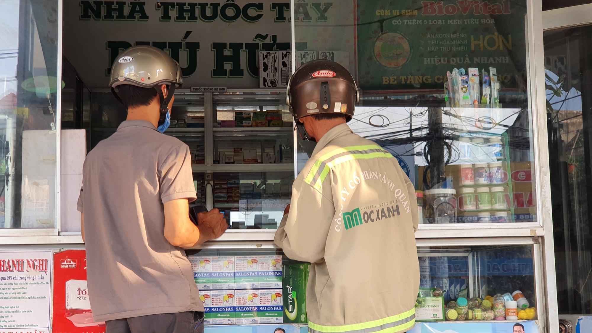 Khẩu trang y tế vẫn có giá 40.000 đồng/hộp tại Bình Chánh, quận 9, Củ Chi… - Ảnh 1.