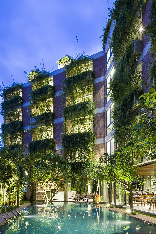 Tòa nhà 5 tầng 'siêu độc' phủ kín cây xanh ở Đà Nẵng, được báo Tây hết lời khen ngợi - Ảnh 11.