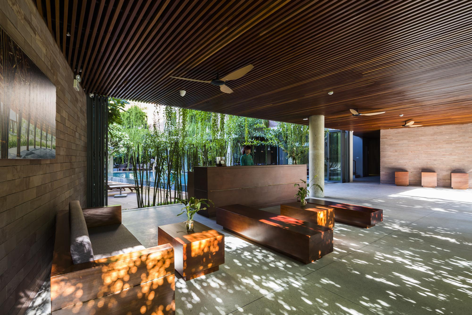 Tòa nhà 5 tầng 'siêu độc' phủ kín cây xanh ở Đà Nẵng, được báo Tây hết lời khen ngợi - Ảnh 8.