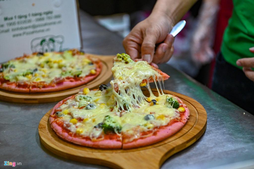 Món pizza thanh long độc lạ xuất hiện trong dịch virus corona - Ảnh 9.