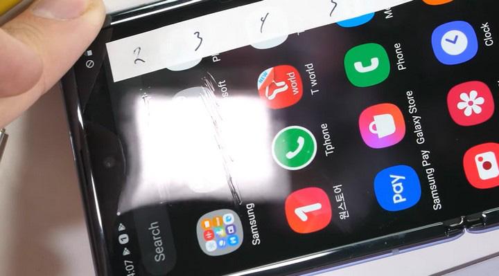 Tại sao lớp bảo vệ màn hình của Samsung Galaxy Z Flip vẫn là nhựa - Ảnh 2.