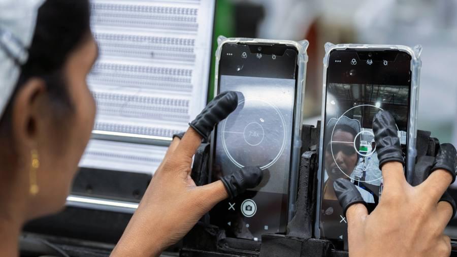 Nhà máy Foxconn tại Việt Nam hoạt động hết công suất khi sản xuất tại Trung Quốc bị ngưng trệ do dịch Covid - 19 - Ảnh 2.