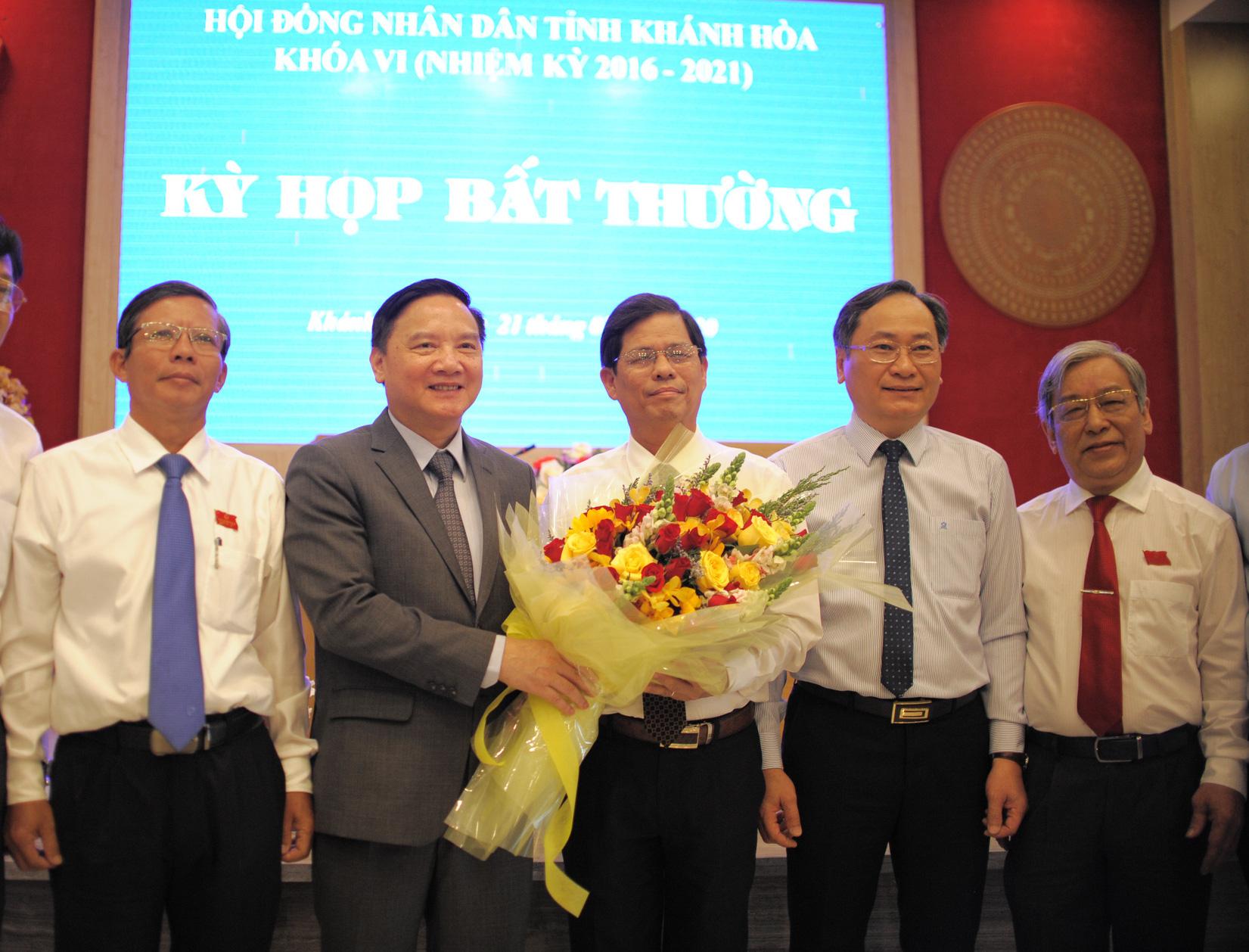 Ông Nguyễn Tấn Tuân giữ chức chủ UBND tỉnh Khánh Hòa - Ảnh 2.