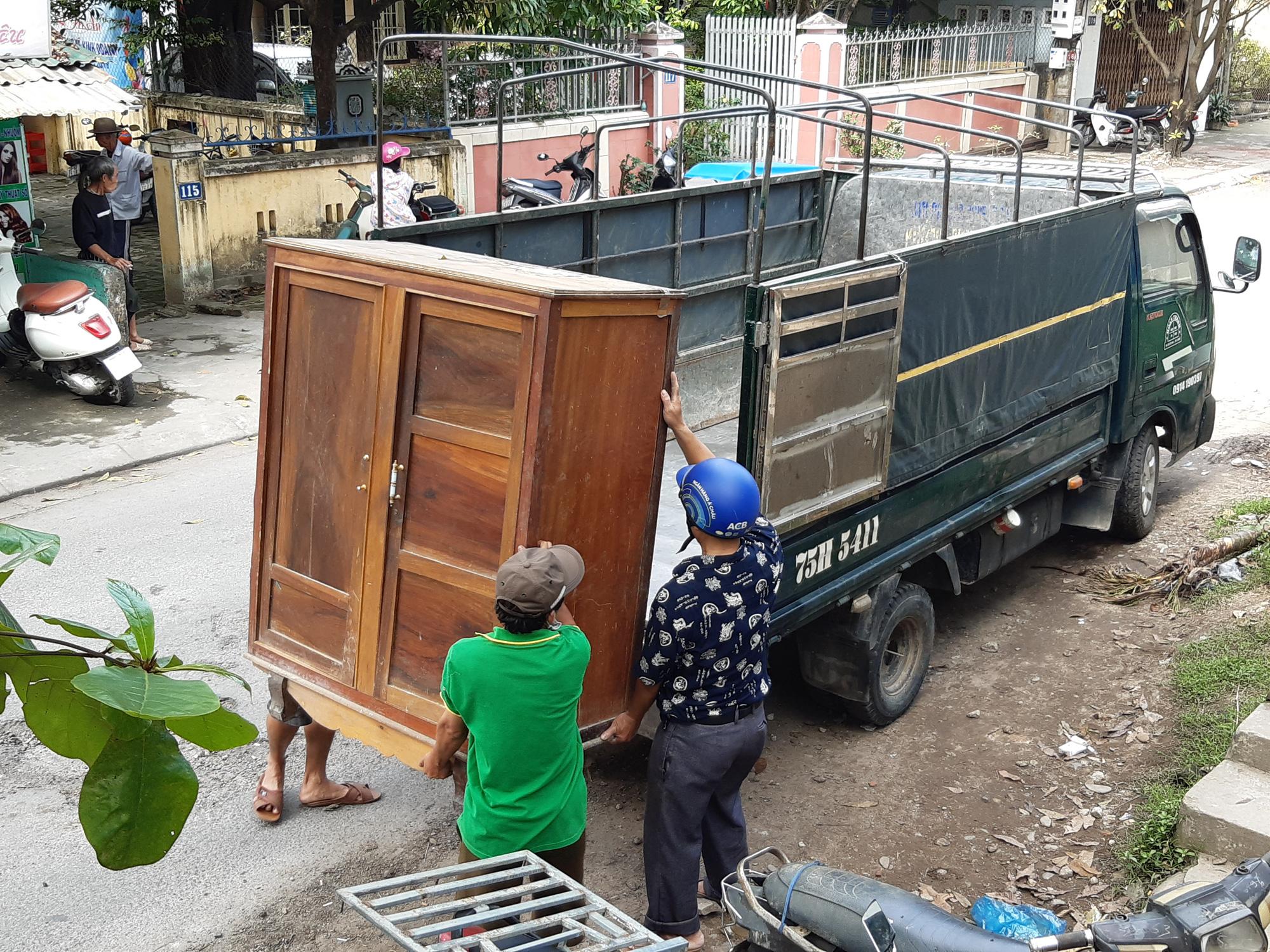 Thừa Thiên - Huế: Người dân Thượng thành tháo dỡ nhà cửa để chuẩn bị đến nơi ở mới - Ảnh 9.