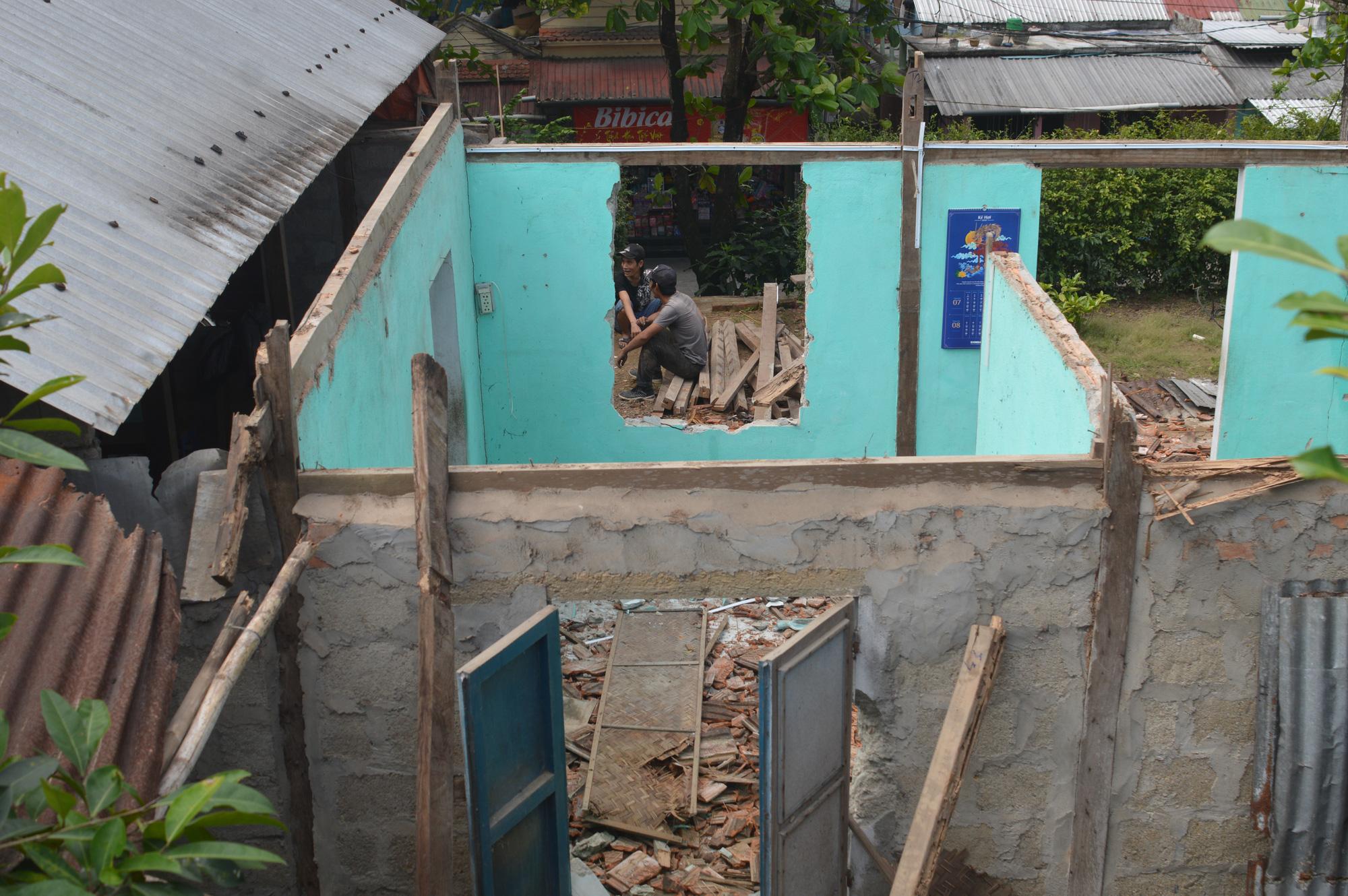 Thừa Thiên - Huế: Người dân Thượng thành tháo dỡ nhà cửa để chuẩn bị đến nơi ở mới - Ảnh 5.