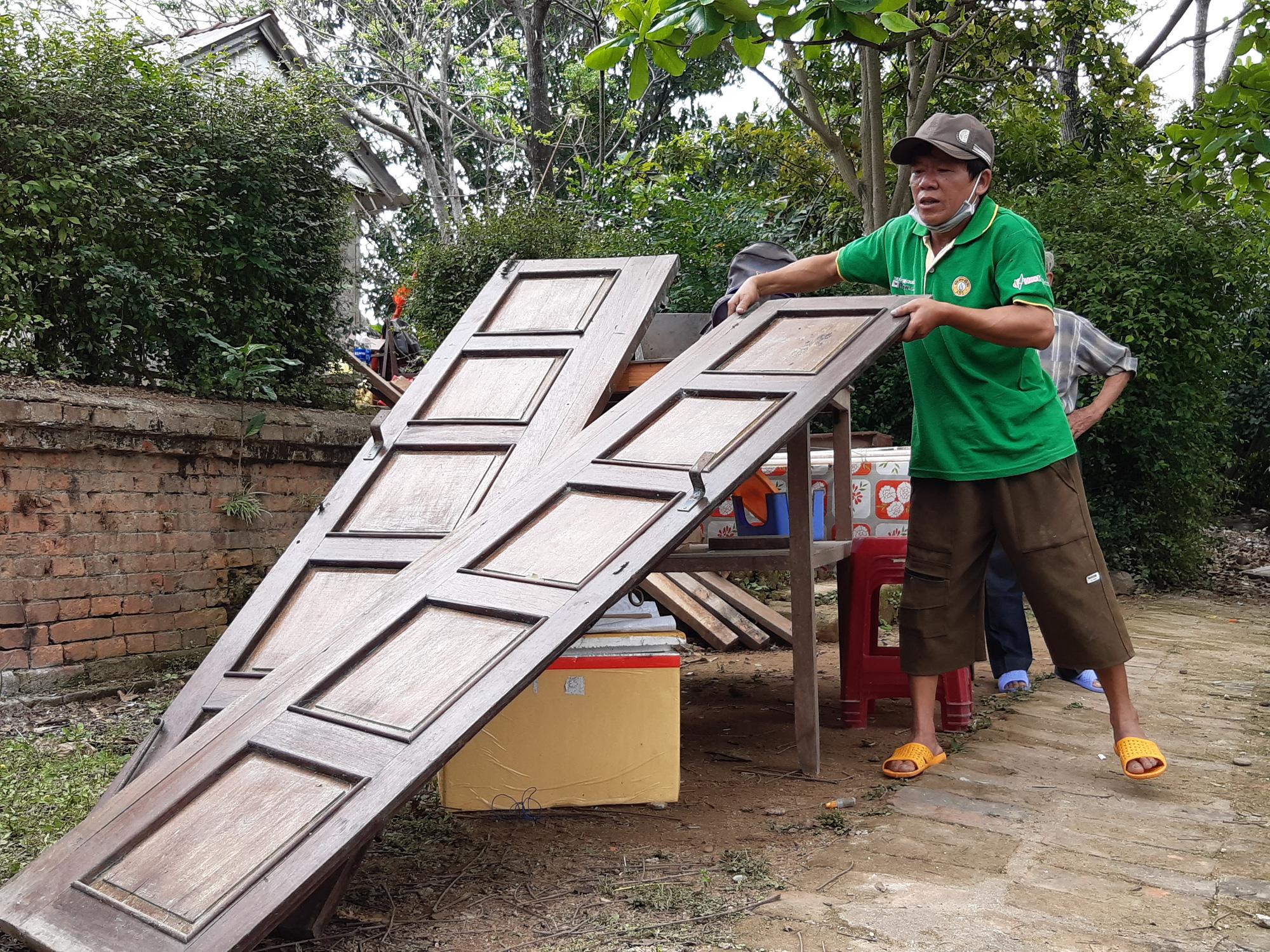 Thừa Thiên - Huế: Người dân Thượng thành tháo dỡ nhà cửa để chuẩn bị đến nơi ở mới - Ảnh 8.
