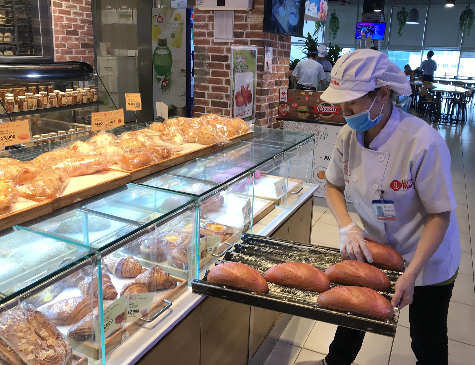 Sau bánh mì thanh long, ông Kao Siêu Lực sáng chế bánh mì dưa hấu tìm đầu ra cho nông sản Việt - Ảnh 3.