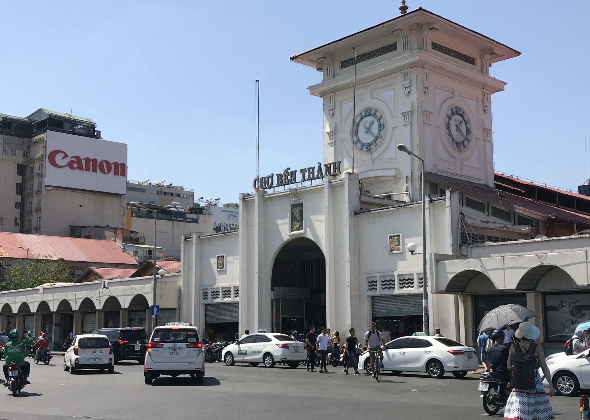 Chợ Bến Thành, Saigon Square ế chưa từng thấy, có tiểu thương đóng cửa, sang sạp vì virus corona - Ảnh 2.