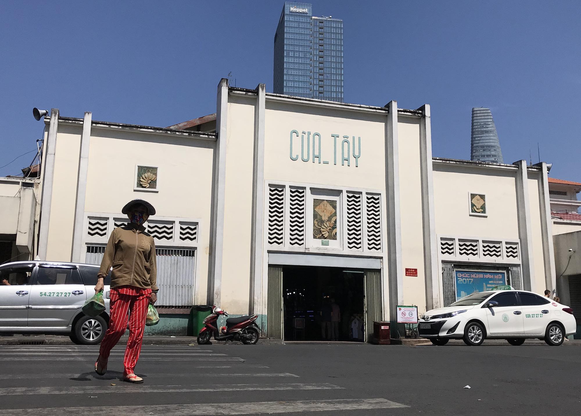 Chợ Bến Thành, Saigon Square ế chưa từng thấy, có tiểu thương đóng cửa, sang sạp vì virus corona - Ảnh 3.
