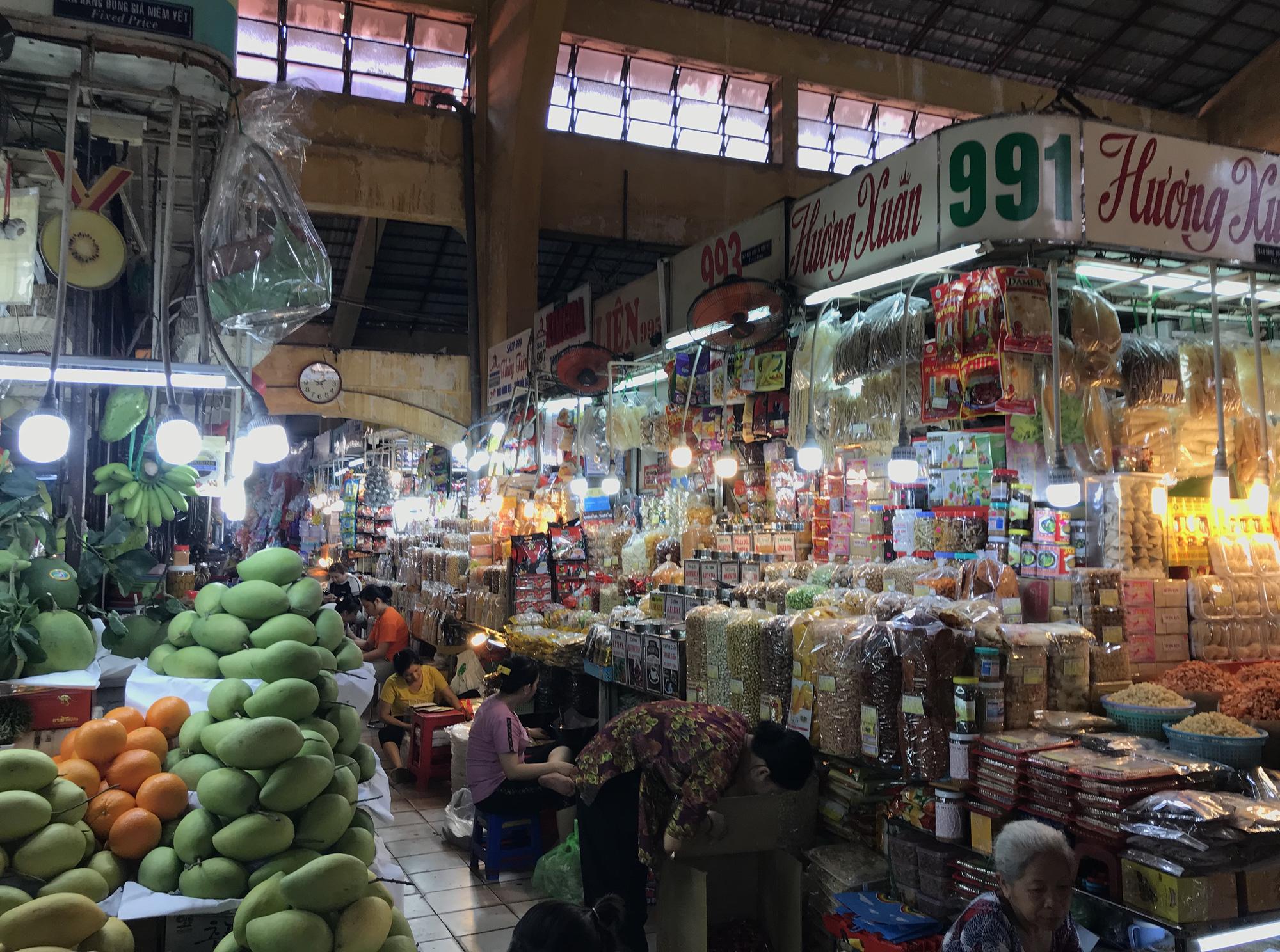 Chợ Bến Thành, Saigon Square ế chưa từng thấy, có tiểu thương đóng cửa, sang sạp vì virus corona - Ảnh 7.