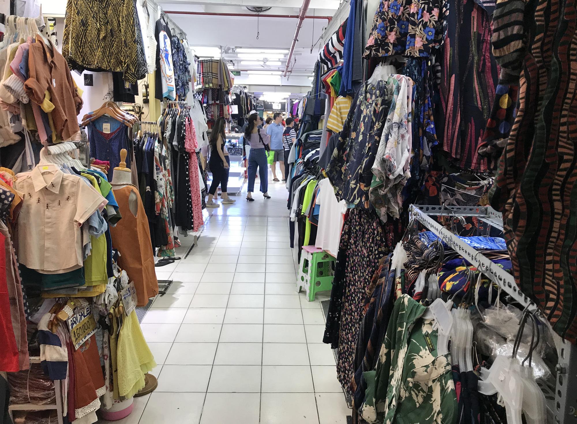 Chợ Bến Thành, Saigon Square ế chưa từng thấy, có tiểu thương đóng cửa, sang sạp vì virus corona - Ảnh 12.
