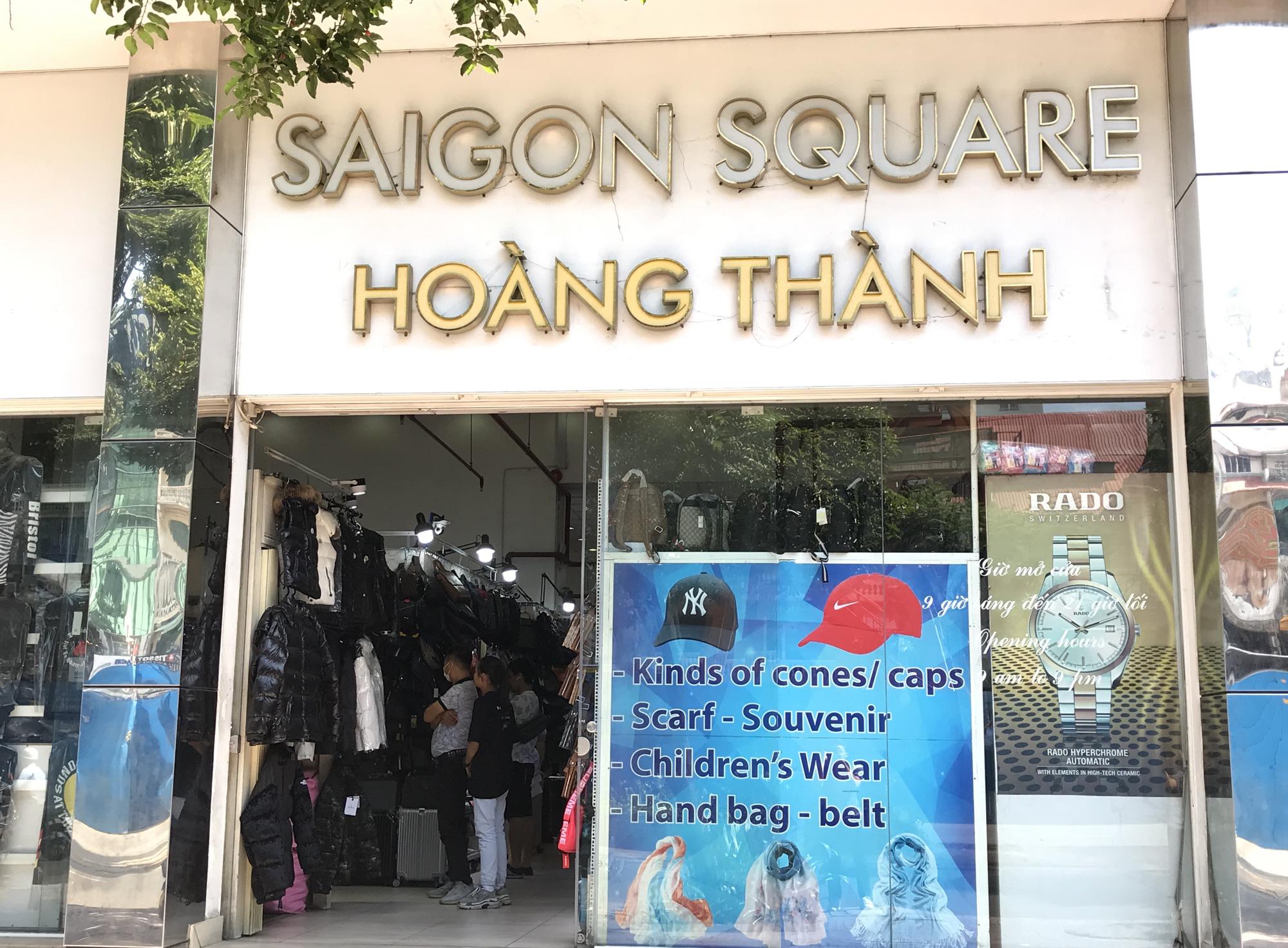 Chợ Bến Thành, Saigon Square ế chưa từng thấy, có tiểu thương đóng cửa, sang sạp vì virus corona - Ảnh 11.