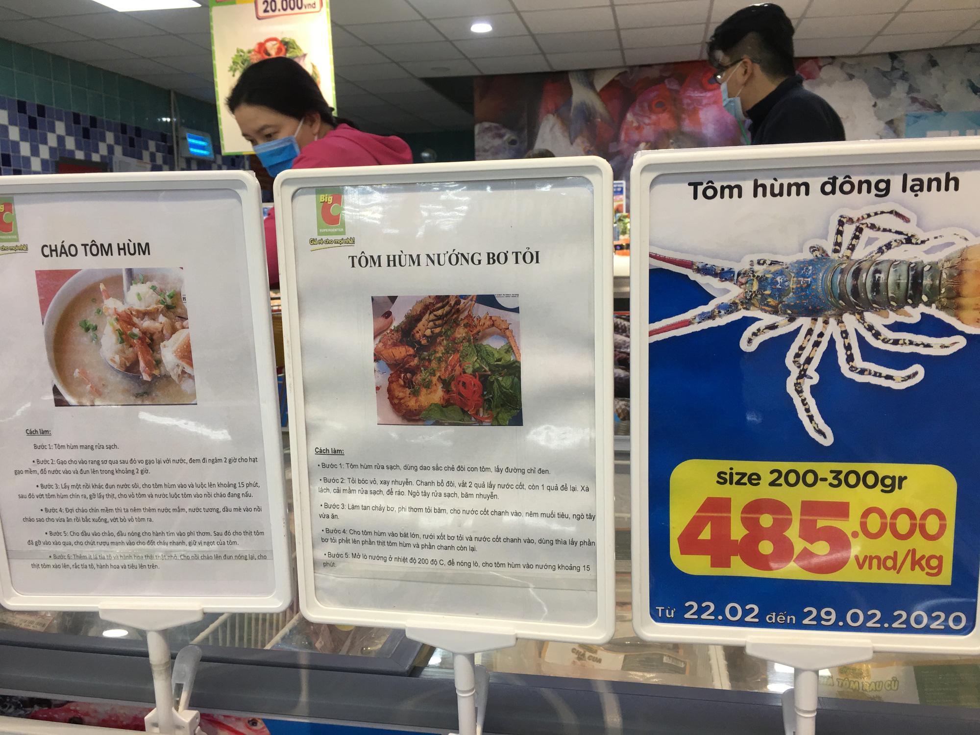 Giải cứu tôm hùm ở Đà Nẵng: Sức mua nhẹ, người dân muốn mua loại còn sống nhưng chỉ có hàng đông lạnh - Ảnh 10.