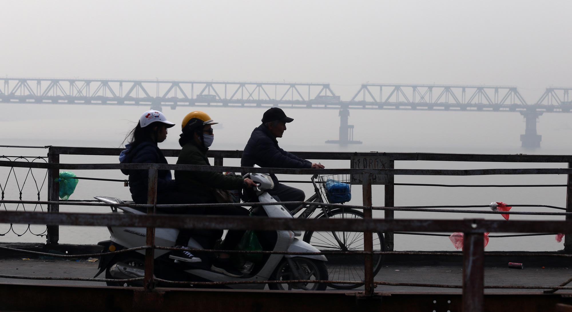 Hà Nội ô nhiễm không khí ở mức cảnh báo tím từ sáng đến chiều - Ảnh 14.