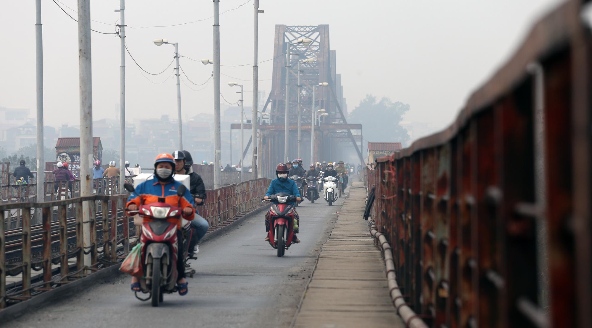 Hà Nội ô nhiễm không khí ở mức cảnh báo tím từ sáng đến chiều - Ảnh 15.
