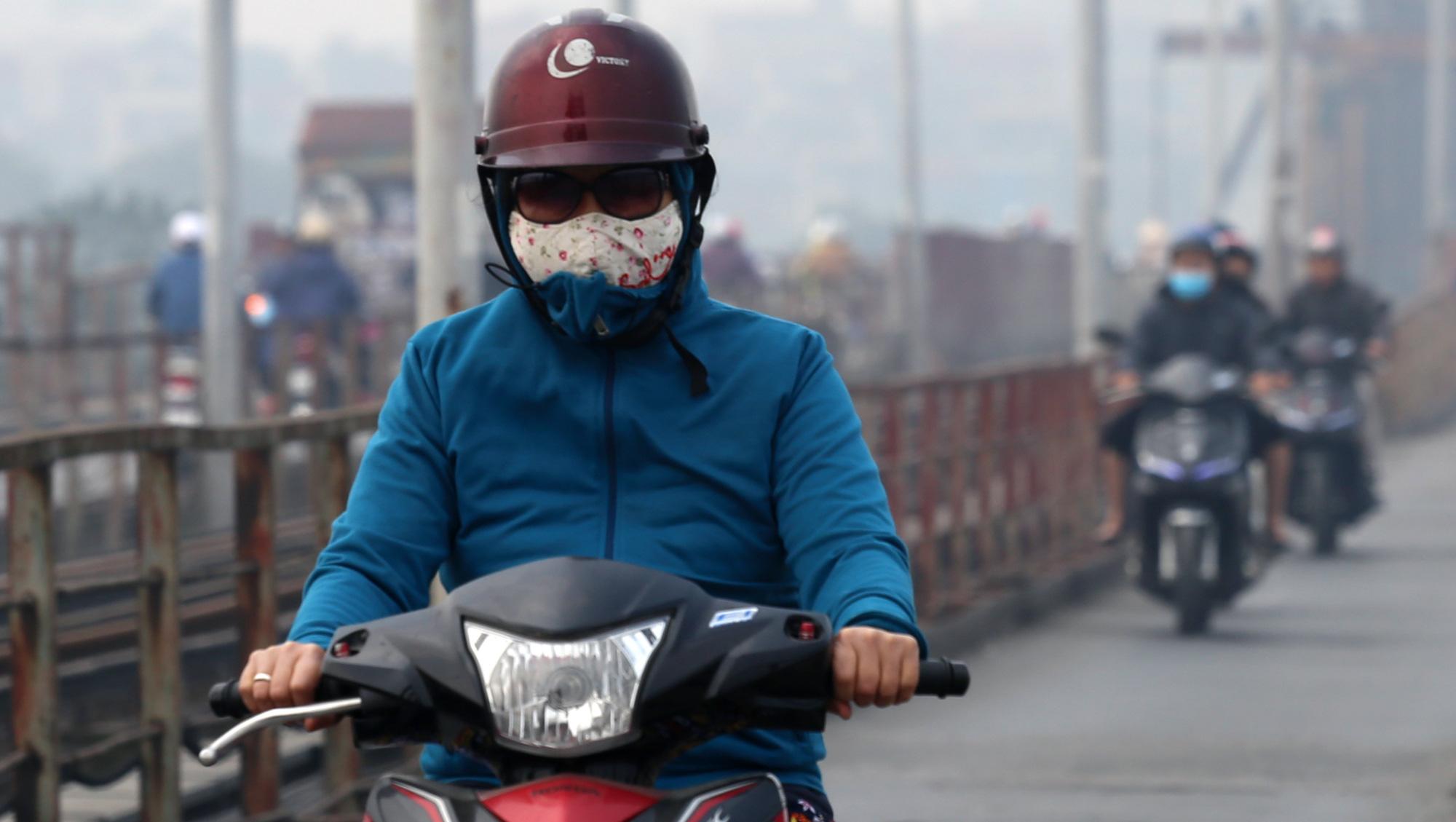 Hà Nội ô nhiễm không khí ở mức cảnh báo tím từ sáng đến chiều - Ảnh 16.