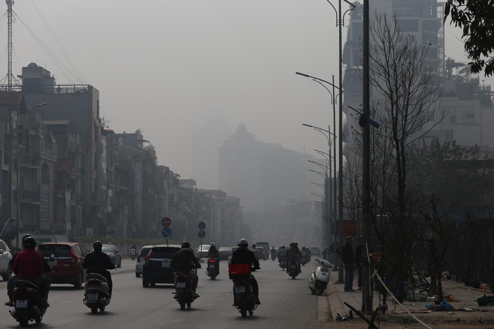 Hà Nội ô nhiễm không khí ở mức cảnh báo tím từ sáng đến chiều - Ảnh 8.