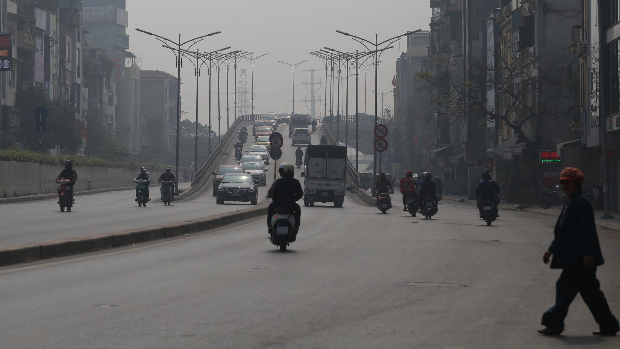 Hà Nội ô nhiễm không khí ở mức cảnh báo tím từ sáng đến chiều - Ảnh 9.