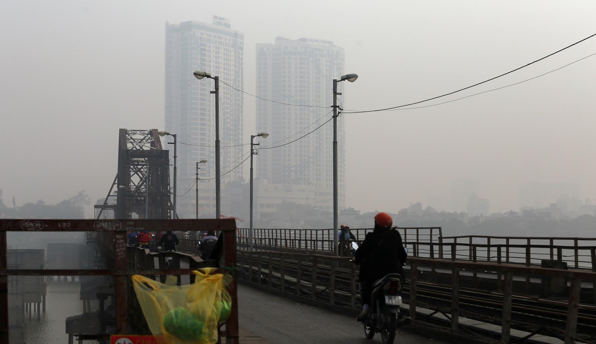 Hà Nội ô nhiễm không khí ở mức cảnh báo tím từ sáng đến chiều - Ảnh 11.
