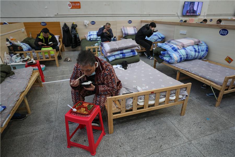 Bên trong bệnh viện dã chiến tại tâm dịch Vũ Hán - Ảnh 2.