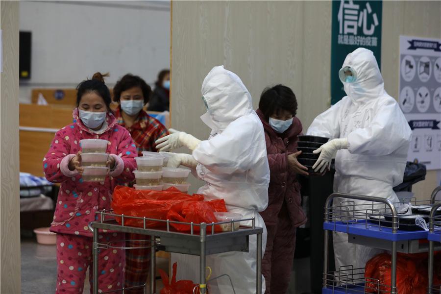 Bên trong bệnh viện dã chiến tại tâm dịch Vũ Hán - Ảnh 3.