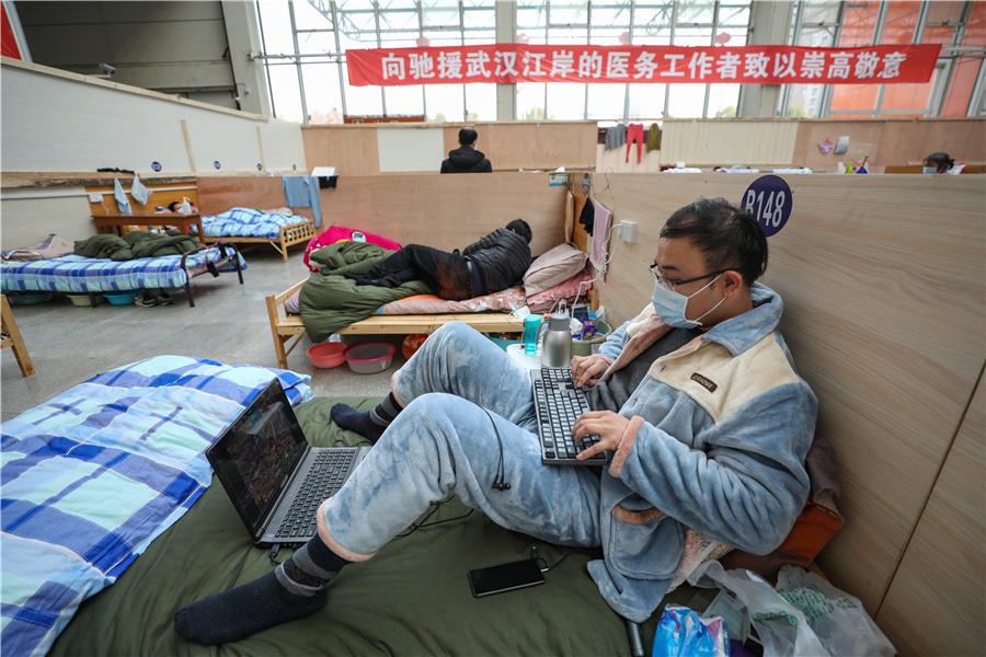 Bên trong bệnh viện dã chiến tại tâm dịch Vũ Hán - Ảnh 5.