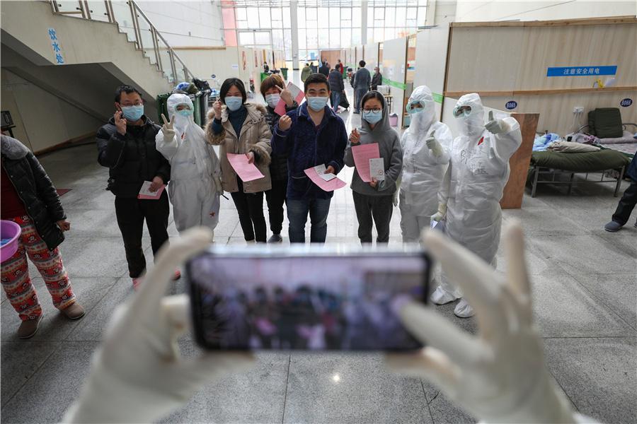Bên trong bệnh viện dã chiến tại tâm dịch Vũ Hán - Ảnh 6.