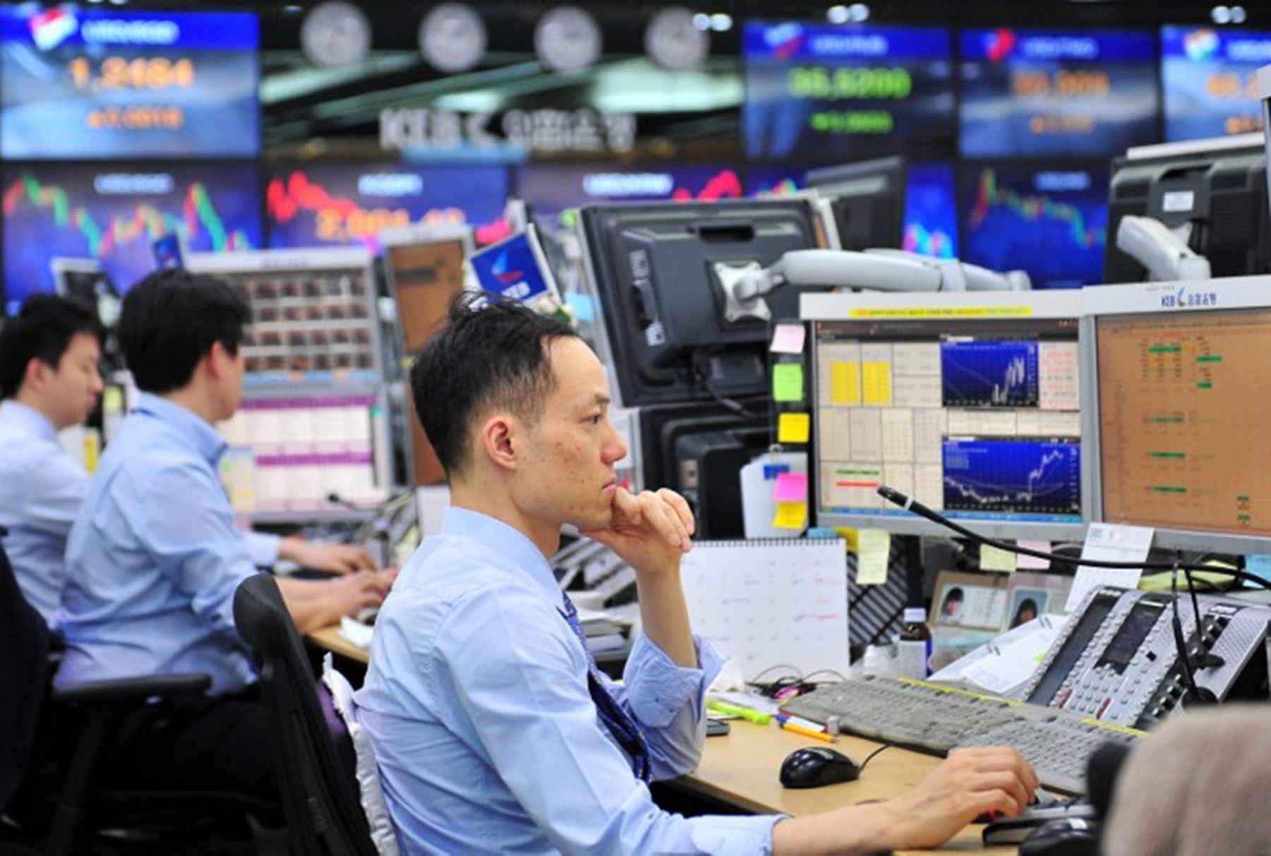 Samsung, LG, Lotte… nhận đòn nặng khi Hàn Quốc trở thành ổ dịch lớn thứ 2 thế giới - Ảnh 1.
