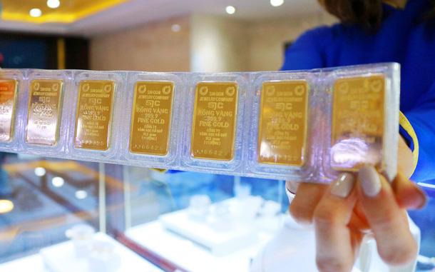 Ngày choáng váng của giá vàng, doanh nghiệp mỏi tay điều chỉnh giá, website SJC tê liệt