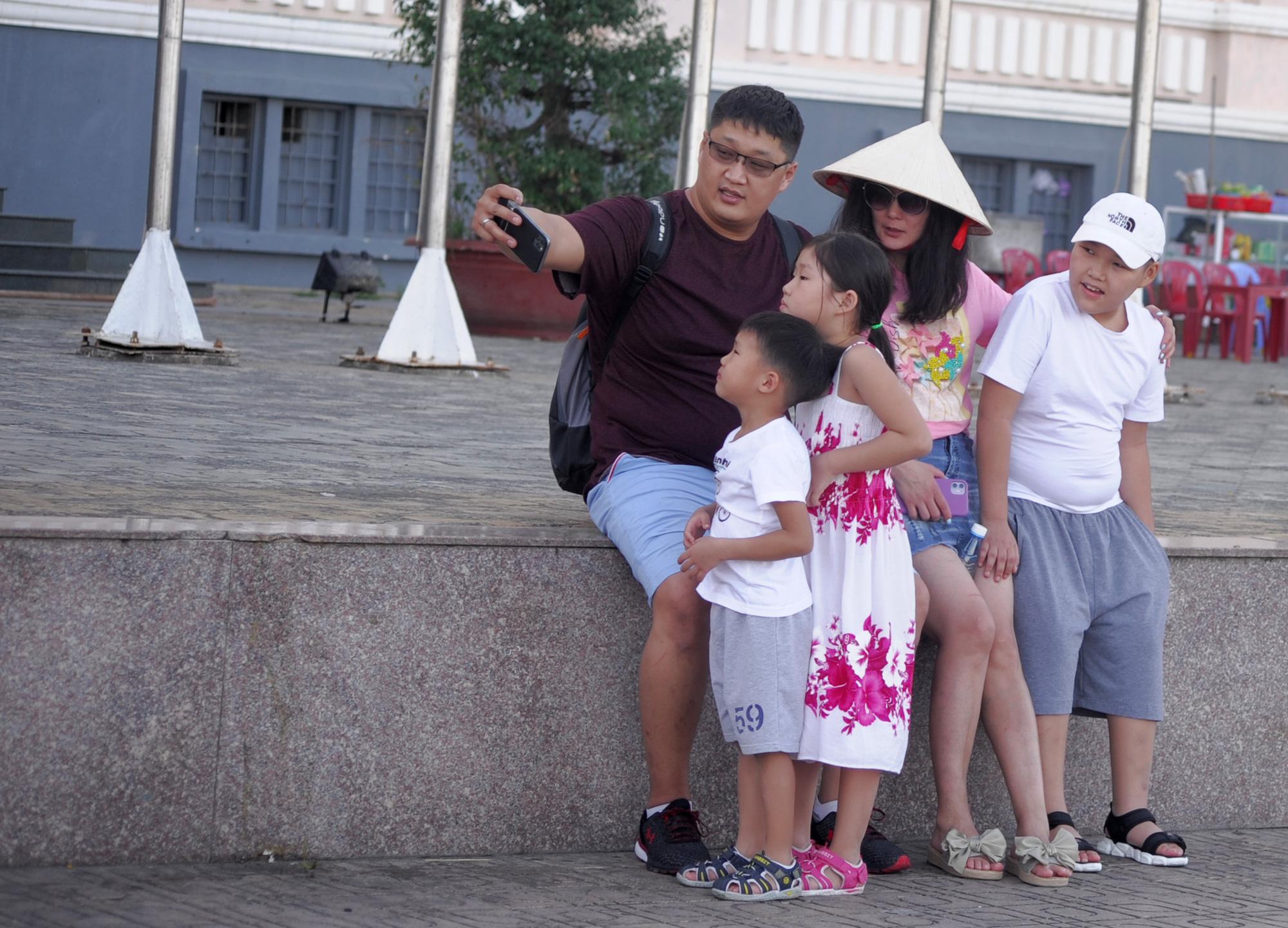 Sau khách Trung Quốc lượng khách Hàn Quốc đến Khánh Hòa có xu hưởng giảm vì dịch SARS-CoV-2 - Ảnh 2.