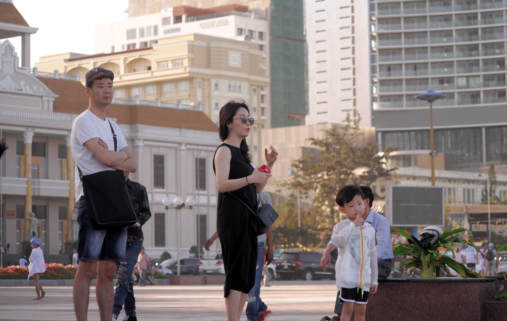 Đến sân bay quốc tế Cam Ranh, người Hàn Quốc đi đường riêng qua 2 hai máy đo thân nhiệt - Ảnh 5.