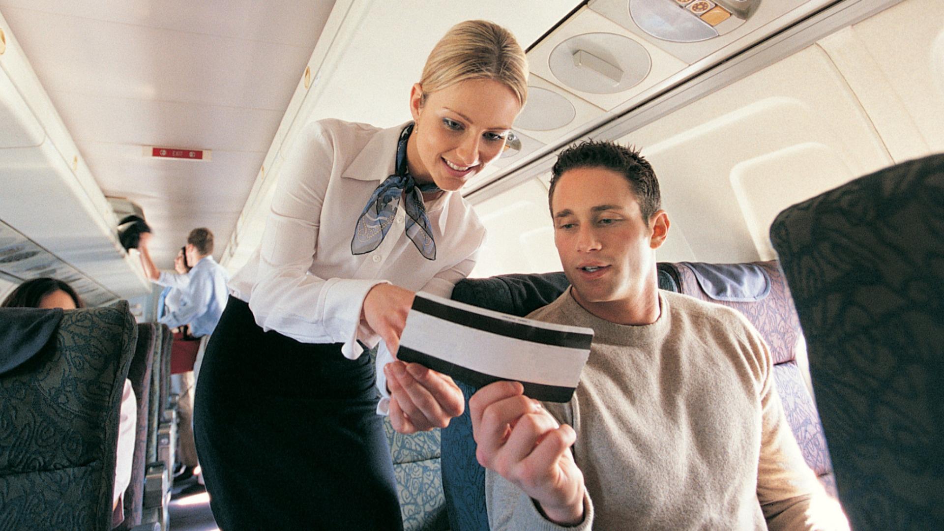 Tiếp viên hàng không mách nhỏ cách đổi chỗ ngồi trên máy bay hiệu quả - Ảnh 3.