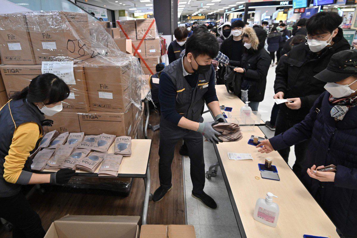 Trung Quốc tăng cường hạn chế du khách Hàn Quốc do ngại sự bùng phát nhanh chóng của virus corona - Ảnh 1.