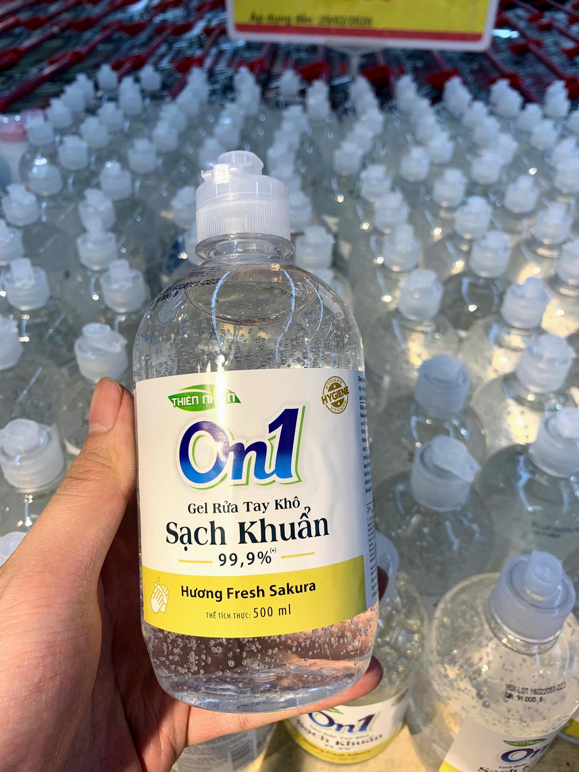 Ma trận nước rửa tay, gel sát khuẩn tại các siêu thị ở Hà Nội làm khó người tiêu dùng - Ảnh 4.