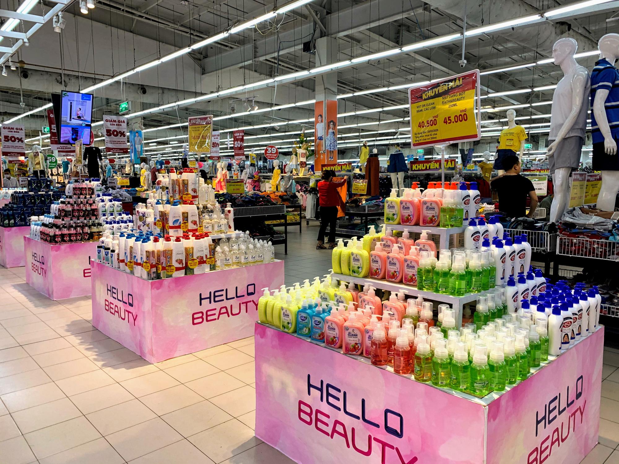 Ma trận nước rửa tay, gel sát khuẩn tại các siêu thị ở Hà Nội làm khó người tiêu dùng - Ảnh 2.