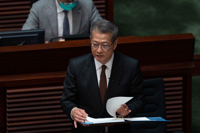 Chính quyền Hong Kong phát cho mỗi người dân 30 triệu đồng để chi tiêu nhằm kích thích nền kinh tế - Ảnh 1.