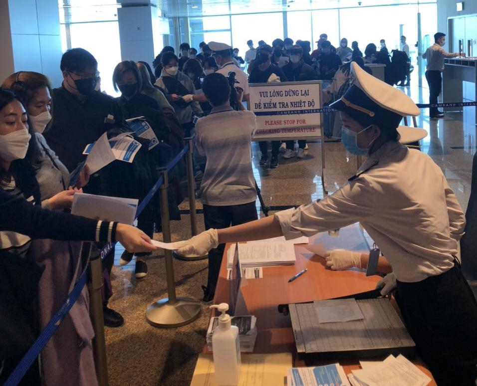 Khánh Hòa: Cách li 36 trường hợp đến từ vùng dịch Hàn Quốc, nhiều trường hợp họ và sốt nhẹ - Ảnh 2.