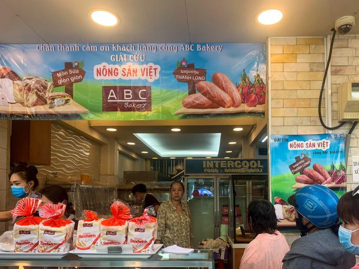 Bánh mì thanh long Việt Nam được báo nước ngoài khen ngợi - Ảnh 2.