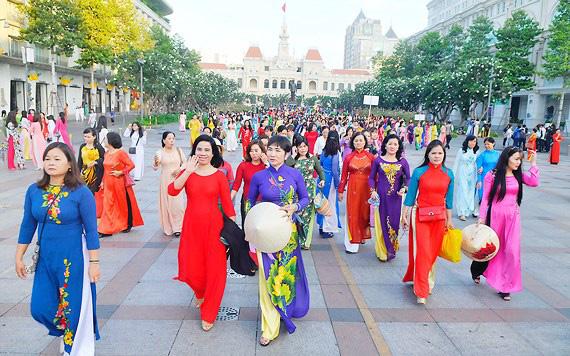 TP HCM hoãn tổ chức Lễ hội áo dài 2020 vì dịch virus corona - Ảnh 2.