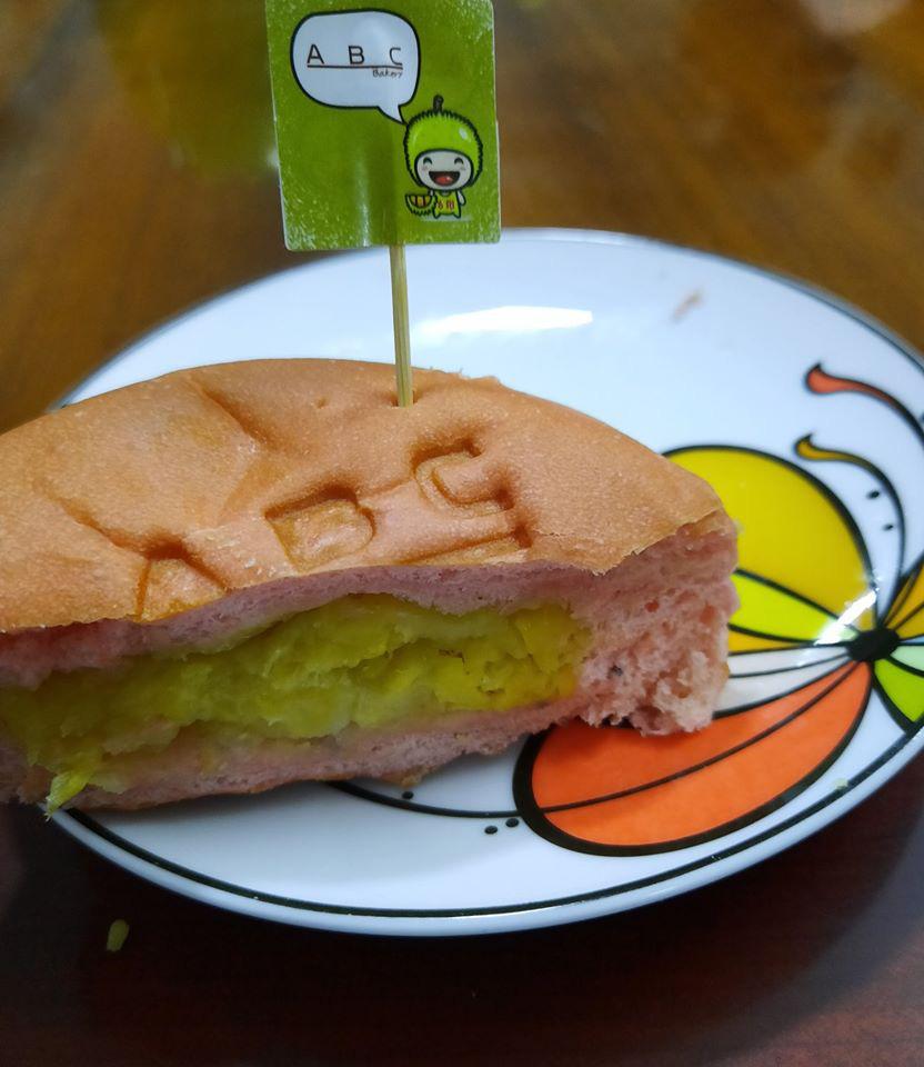 Ông Kao Siêu Lực tiếp tục gây sốt với bánh mì thanh long nhân sầu riêng Ri 6 - Ảnh 3.
