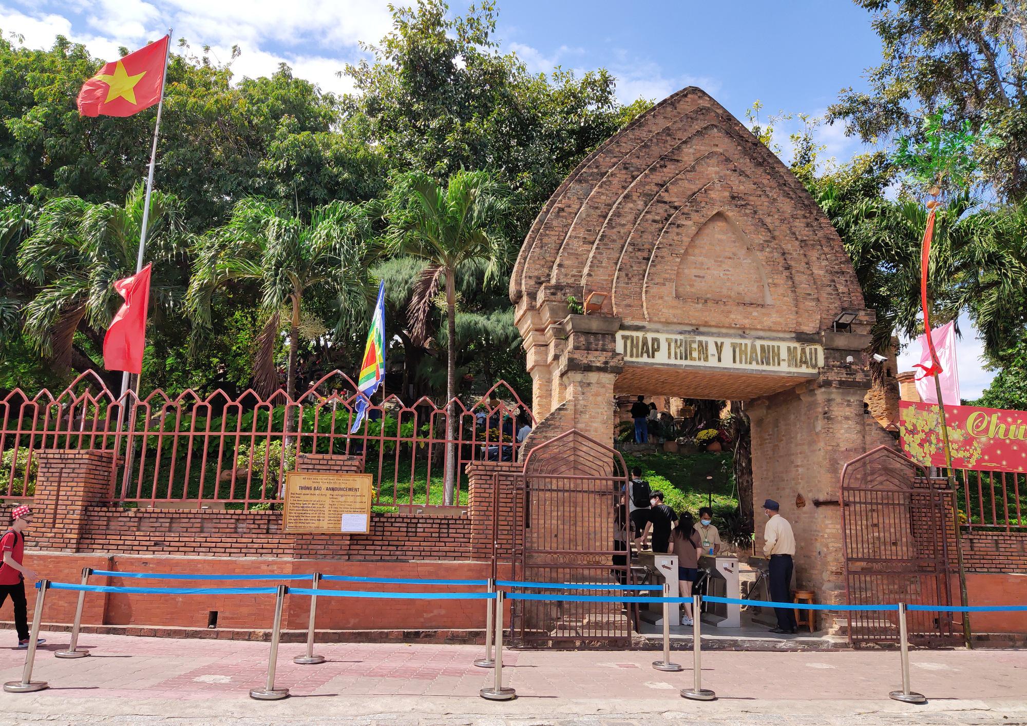Du lịch Khánh Hòa tháng 4 chỉ đón được 1.000 khách thu được 25 tỉ đồng - Ảnh 1.