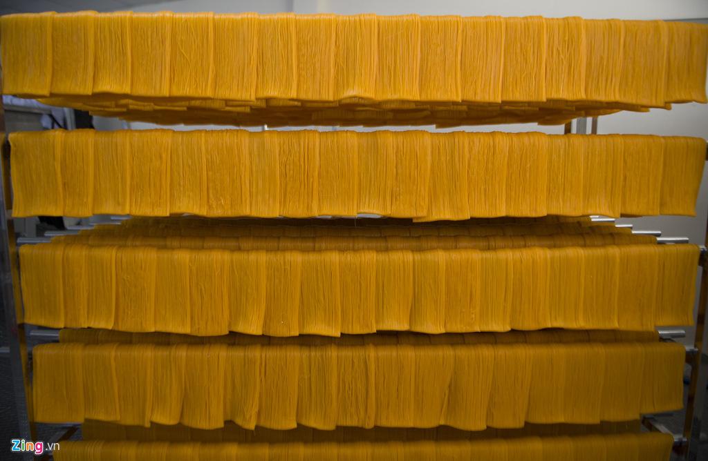 Bún dưa hấu, bánh tráng thanh long xuất khẩu - Ảnh 2.