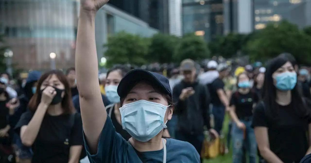 Lo sợ lây lan virus corona, người Hồng Kông biểu tình qua mạng - Ảnh 1.