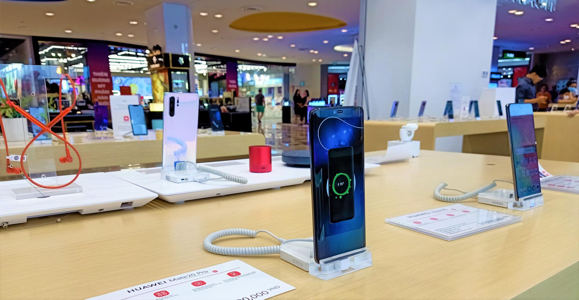 Điện thoại giảm giá tuần này: iPhone xách tay có giá mềm hơn - Ảnh 2.