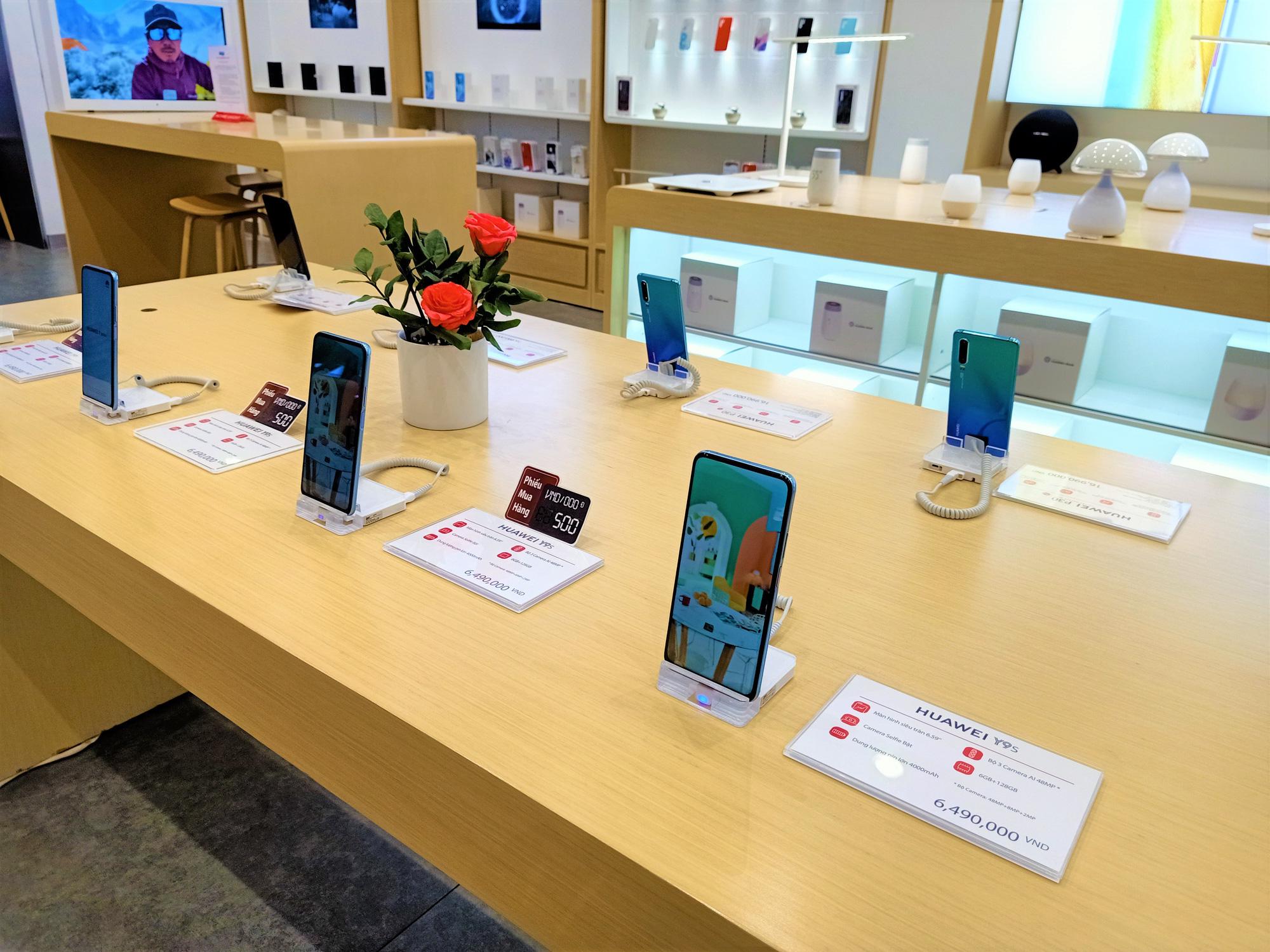 Điện thoại giảm giá tuần này: iPhone xách tay có giá mềm hơn - Ảnh 3.