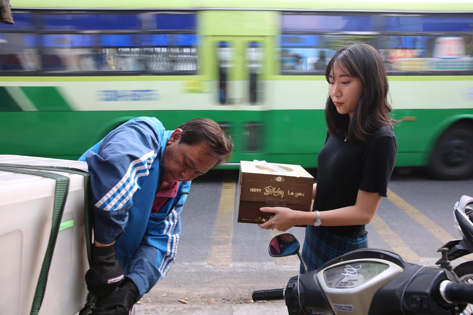Bánh hũ vàng giá bạc triệu trong ngày vía Thần Tài  - Ảnh 11.