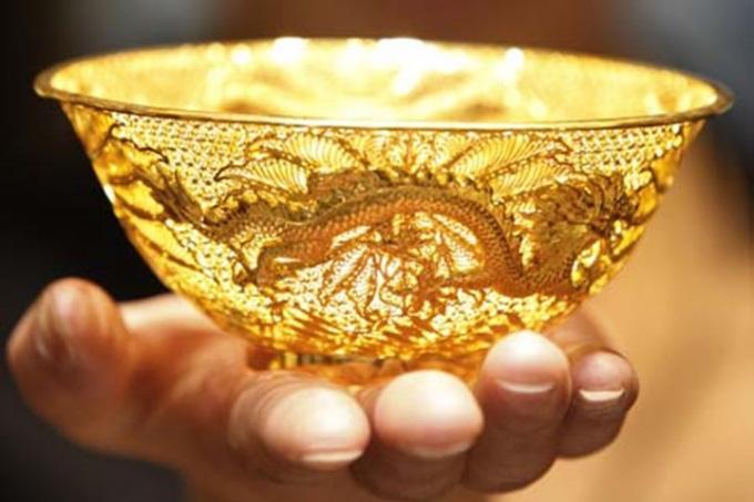 Giá vàng hôm nay 6/2: Giảm giá chậm dần, vàng chưa thoát ngưỡng thấp - Ảnh 1.